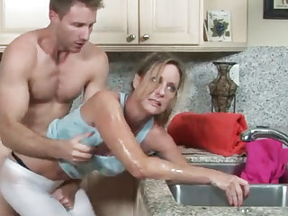 MILF gets will not hear of hand stuck in the drain, will not hear of son helps