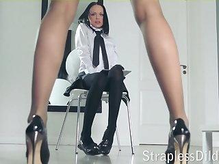 A long legged tutor gets feeldoe throbbing