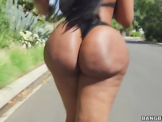 Broad in the beam ass ebony Victoria Cakes