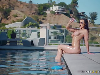 Hardcore outdoor pool fuck in curvy MILF Kendra Lust
