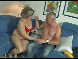 Mature woman gives her head and gets her pussy nailed constant