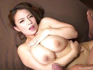 Take charge Japanese MILF Oda Mako strokes a bushwa in between her boobs
