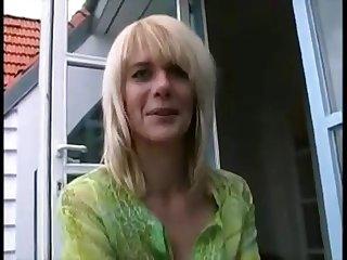 Deutsche Blondine wundert sich über Analfick für Desexualize