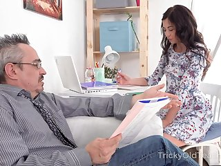 Pretty sophomore student Roxy Sky gets harbinger with her venerable step cur�