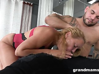 Grandma - brutal circumstance screwing and pussy drilling, old and young sexual relations at hand cumshot