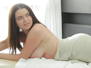 Brunette Shelia Gets a Big Load Be advantageous to Cum